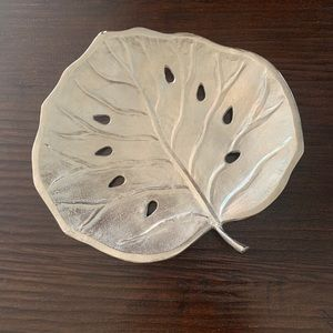 Silver metal leaf decor, great coffee table decor